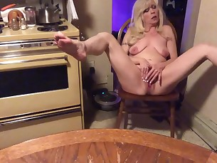 babe dancing feet fingering foot-fetish juicy kitty little masturbation